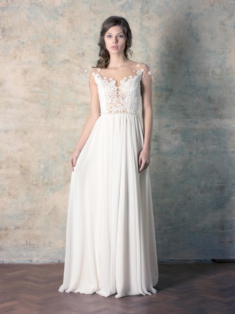 rochie de mireasă simplă cu boderie fină și perle