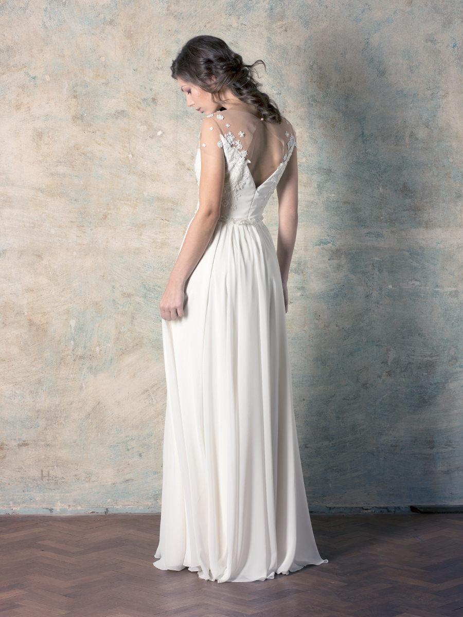 313c89eb58 egyenes vonalú csipke menyasszonyi ruha | Delikates Couture