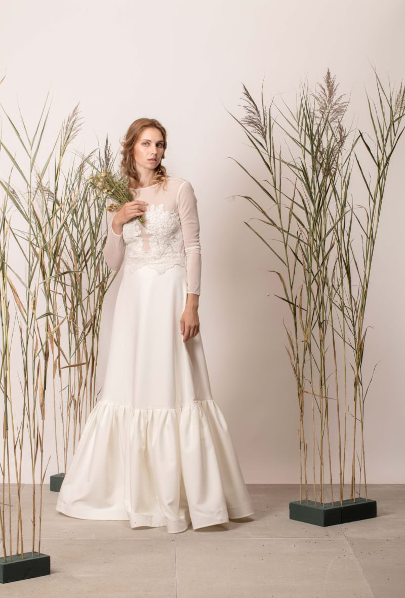 Rochie de mireasă a-line cu dantelă și mâneci lungi