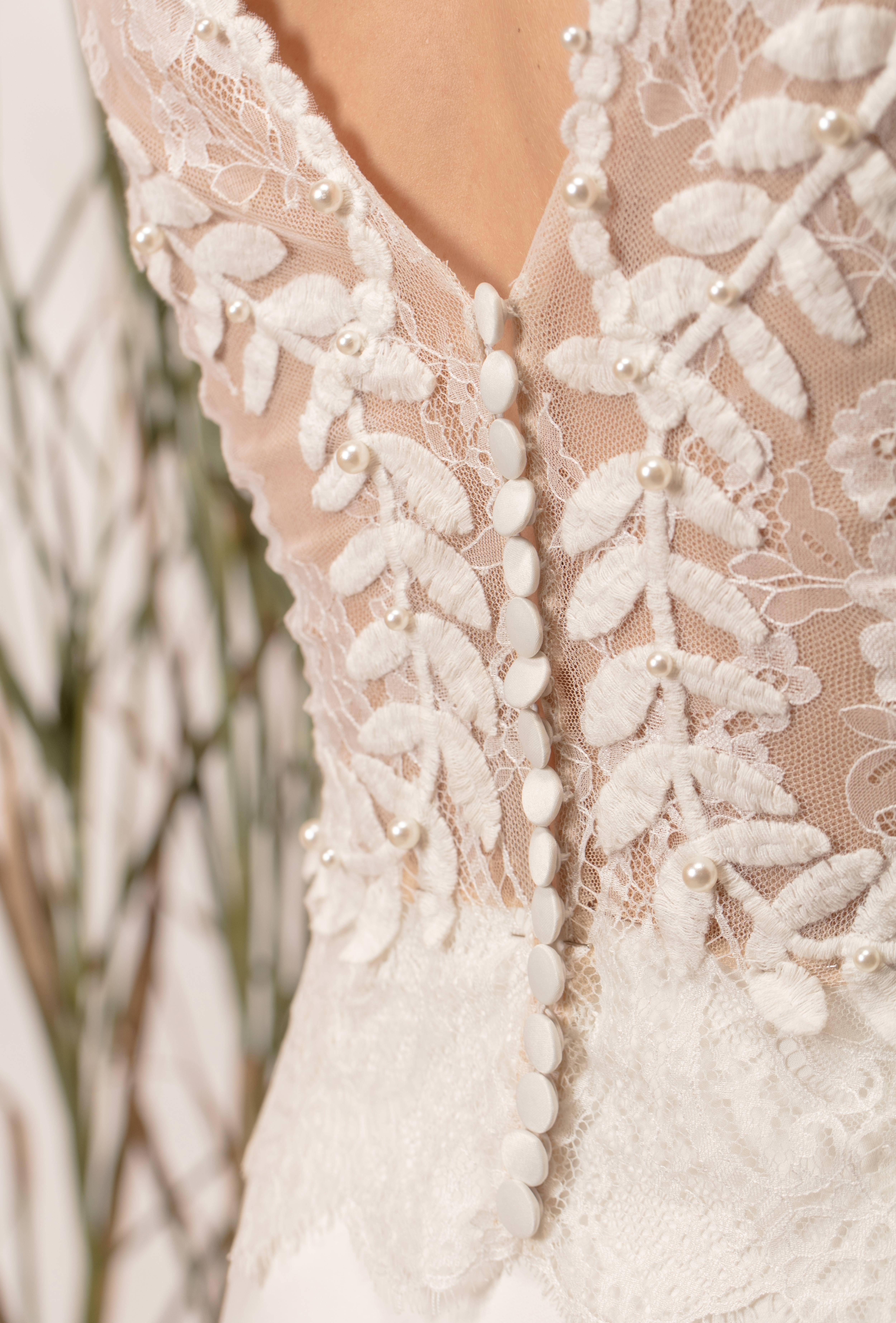 Menyasszonyi ruha gombok, csipke és gyöngyök