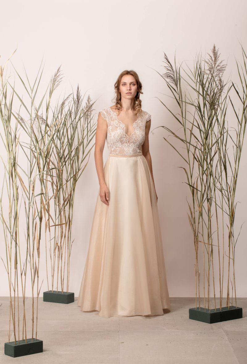 Rochie de mireasă a-line simplă, nude din mătase cu dantelă