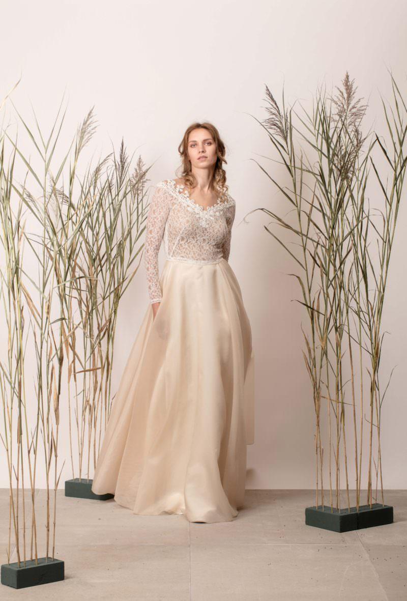 Rochie de mireasă a-line din mătase cu dantelă și mânecă lungă