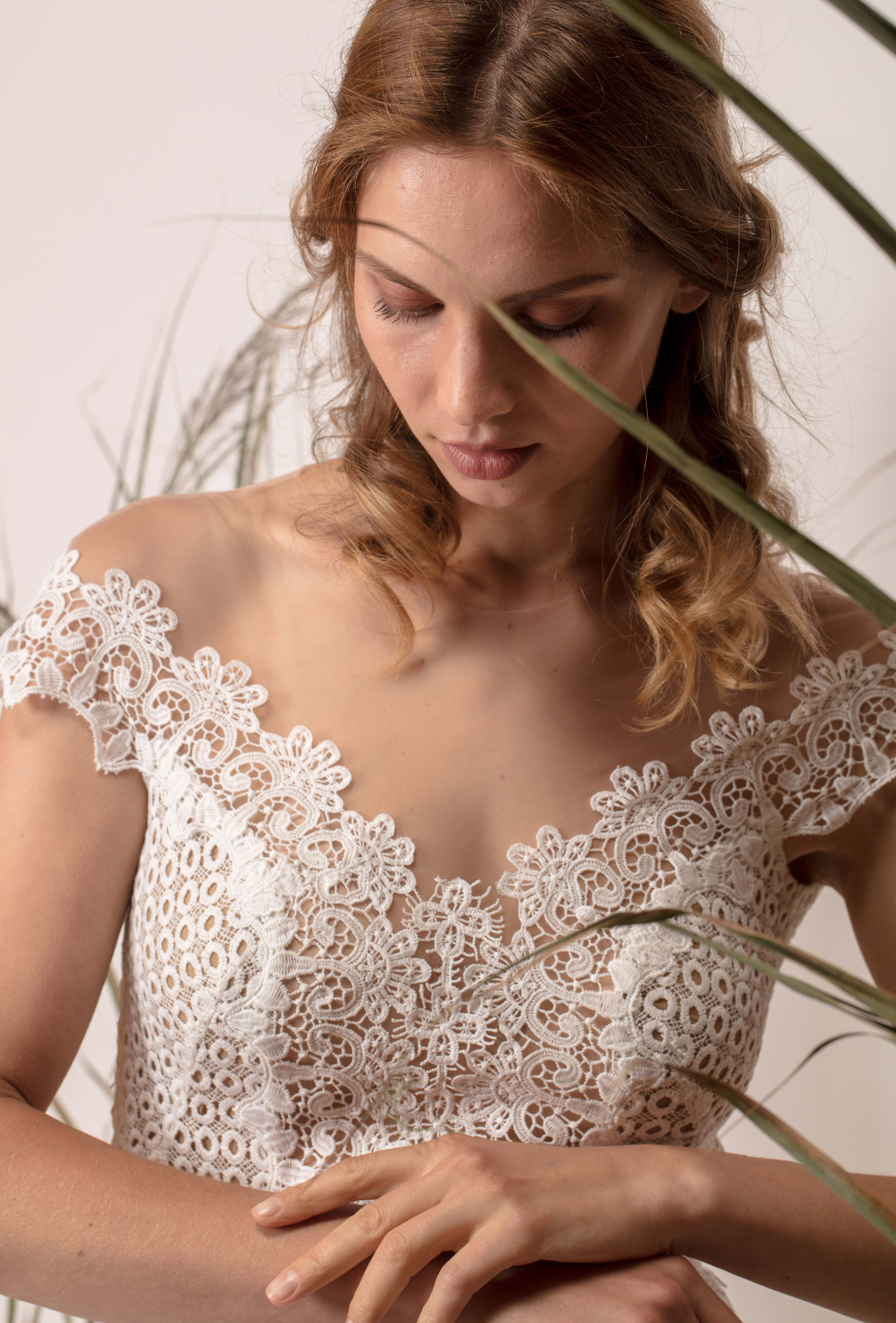Rochie de mireasă simplă cu dantelă din macrame