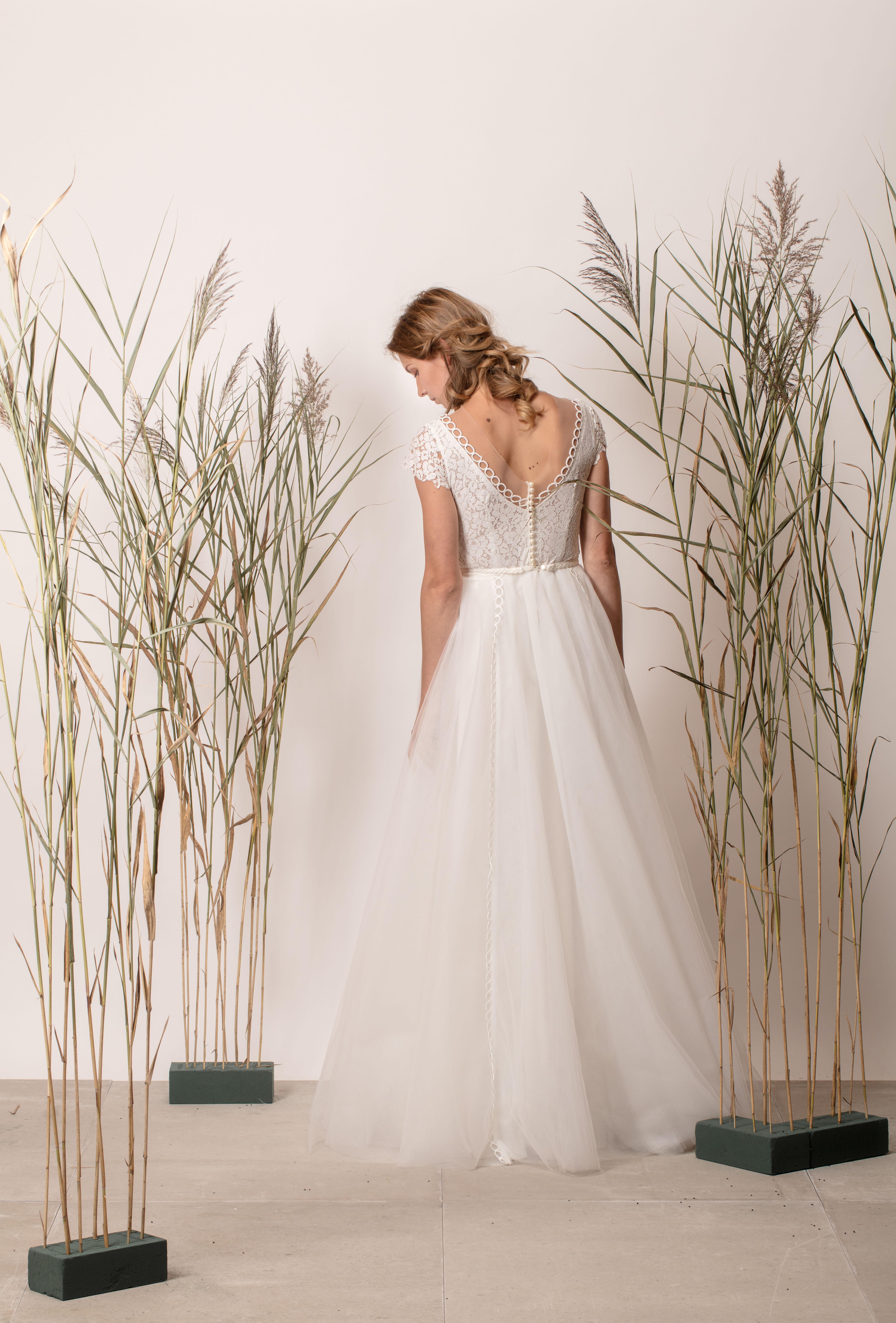 Hercegnős menyasszonyi ruha csipke felsőrésszel és tül szoknyával