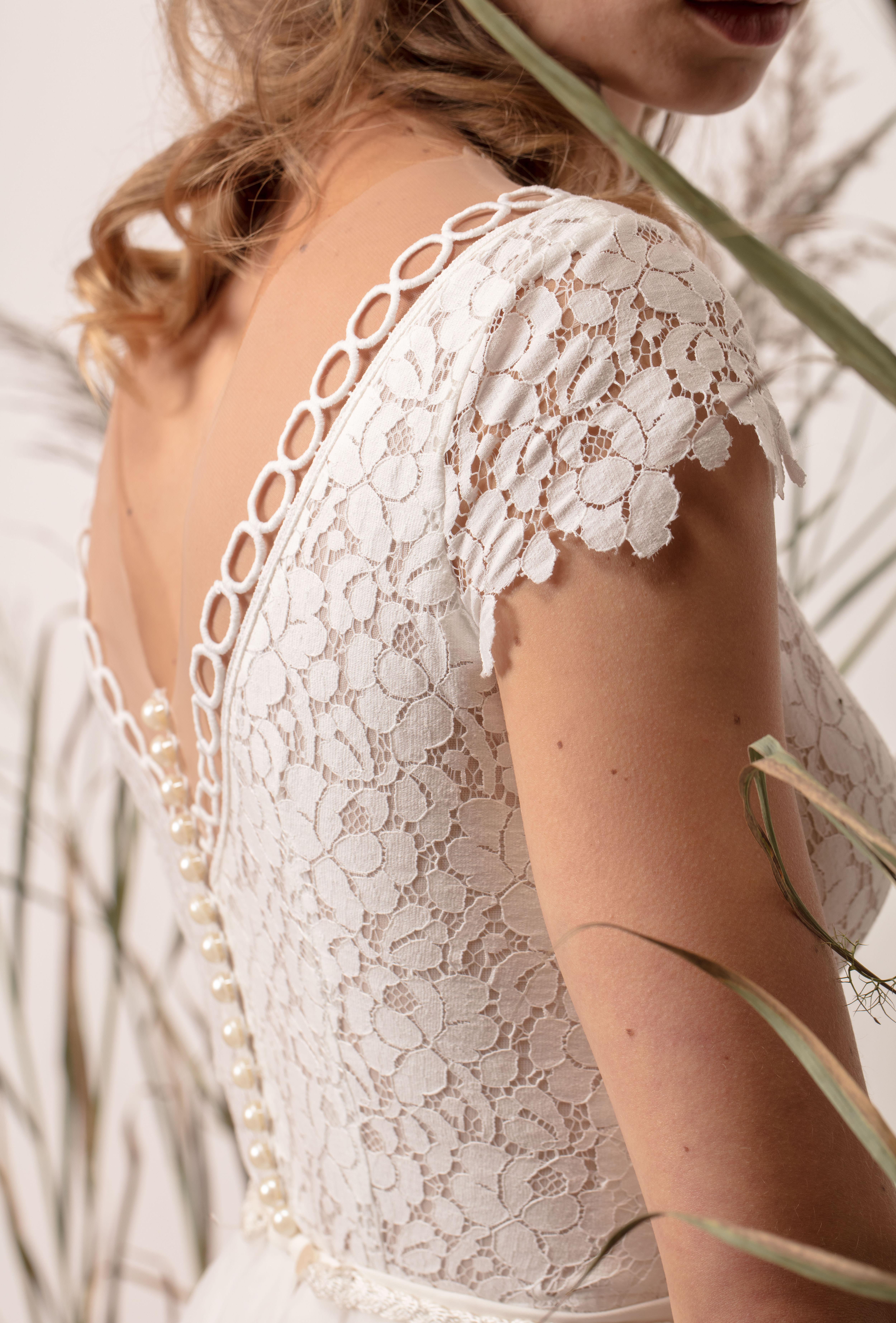 Hercegnős menyasszonyi ruha csipke felsőrésszel