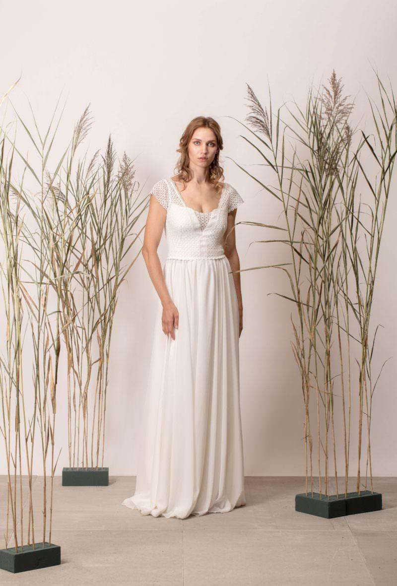 Rochie de mireasă simplă cu dantelă