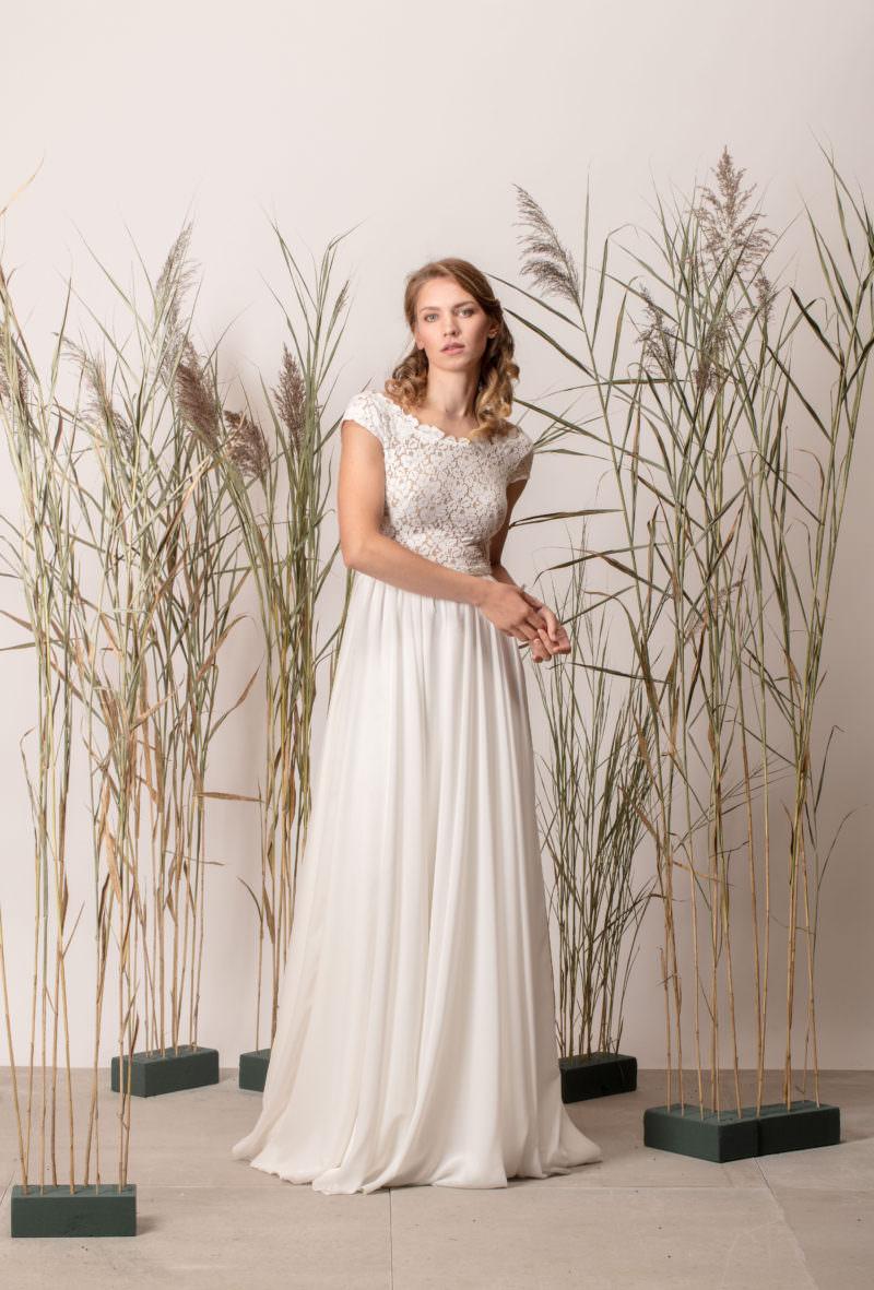 Rochie de mireasă a-line, simplă cu dantelă