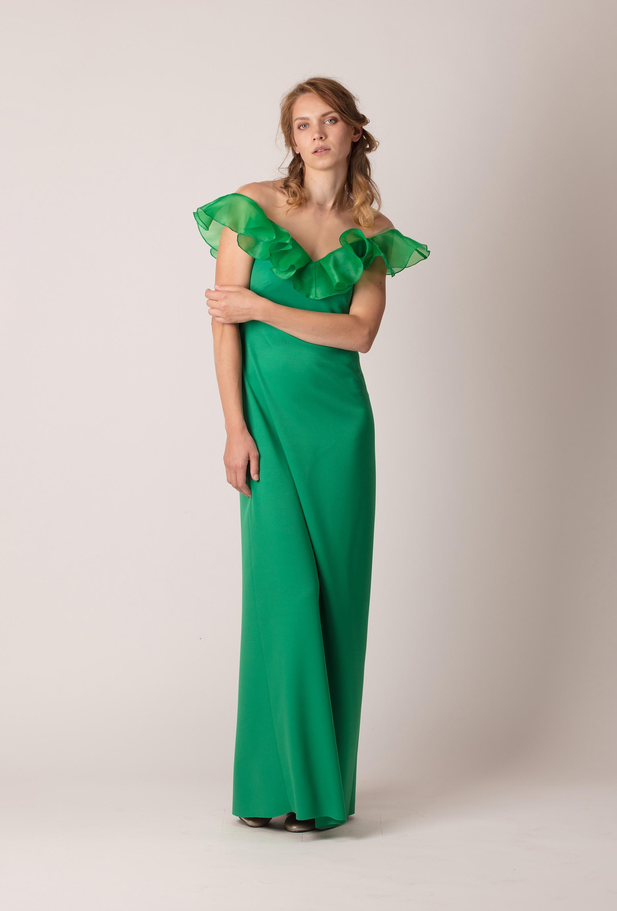 b86334a702 ... zöld, hosszú, ejtett vállú fodros alkalmi ruha ...